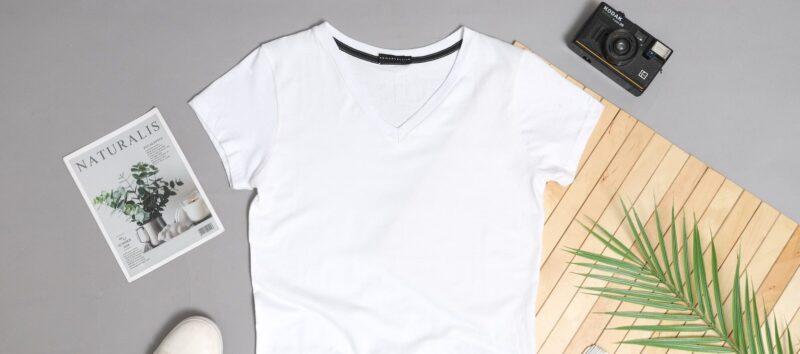昭和な雰囲気のロゴTシャツ
